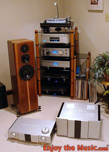 Karan_Acoustics_KA_L_Mk3_Preamplifier_KA_S_400_Amplifier_room.jpg