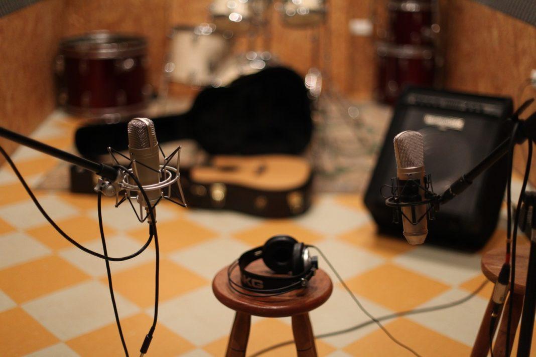 microphone-1003559_1280-1068x712.jpg