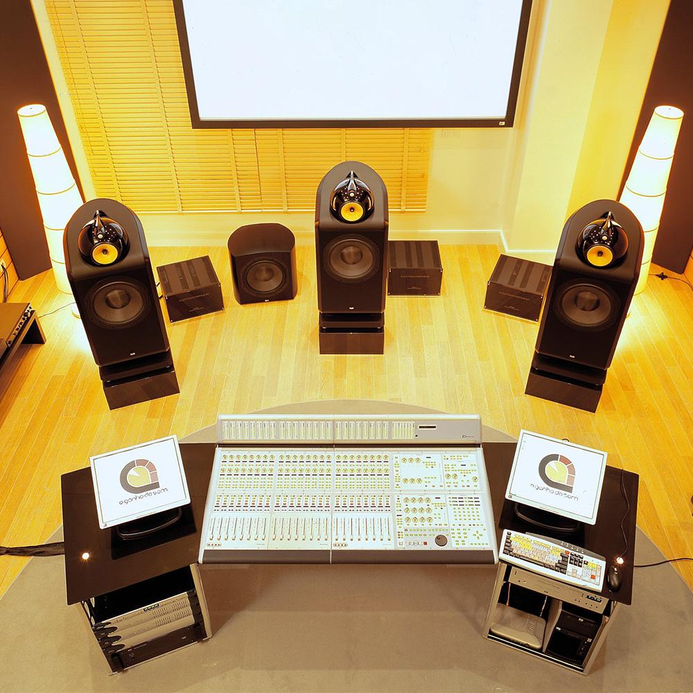 aw600-studio-1000x1000_1800x1800.jpg